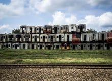 Изобиловаенный поезд около железной дороги Стоковая Фотография