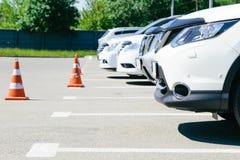 Изображение автомобилей на автостоянке Стоковые Фотографии RF