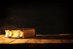 Изображение античных книг, с латунными фермуарами период фантазии средневековый и религиозная концепция Стоковая Фотография RF