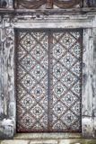 Изображение апостолов двери на церков St Peter и Пола в снеге в Кракове Стоковое Изображение