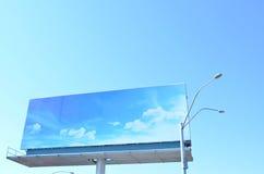 Изображение афиши голубого неба напечатанное против голубого неба Стоковые Фотографии RF