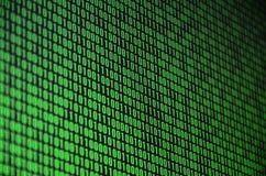 Изображение бинарного кода составило комплекта зеленых чисел на черной предпосылке Стоковое Изображение RF
