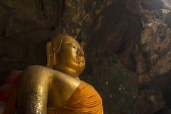 Изображение Будды в пещере Стоковое фото RF