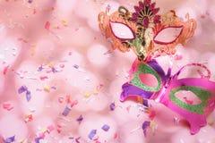 Изображение взгляда столешницы воздушное красивого ба маски масленицы пар Стоковое Фото