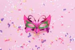 Изображение взгляда столешницы воздушное красивой серебряной предпосылки маски масленицы Стоковые Фото