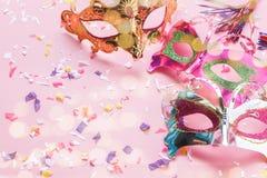 Изображение взгляда столешницы воздушное красивых красочных маски масленицы или упорки будочки фото Стоковое Изображение