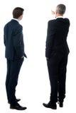Изображение вид сзади 2 бизнесменов стоковое фото
