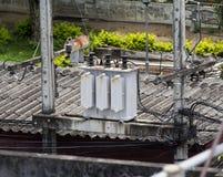 Изображение высоковольтного трансформатора, электричество стоковое изображение rf