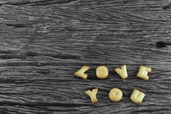 Изображение влюбленности вы сделали от печенья на деревянной доске Стоковые Изображения