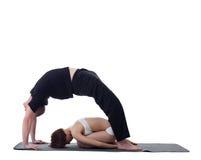 Изображение гибких тренеров практикуя йогу Стоковое фото RF