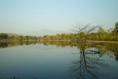 Изображение горного вида и предпосылка воды для предпосылки Стоковые Фотографии RF