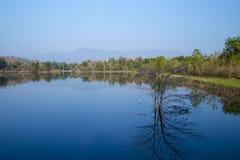 Изображение горного вида и предпосылка воды для предпосылки Стоковое фото RF