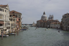 Изображение городского пейзажа della Santa Maria грандиозного канала и базилики салютует Венеция стоковое изображение rf