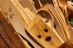 Изображение деревянных варя ложек с сторонами Стоковая Фотография