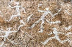 Изображение древние люди на стене пещеры стоковая фотография rf