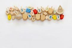 Изображение еврейского праздника Хануки с деревянными dreidels Стоковые Изображения