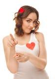 Изображение девушки с красным бумажным сердцем Стоковая Фотография