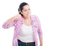 Изображение женщины делая звонком меня жест Стоковое Изображение RF