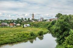 Изображение живописного pesage, деревянных домов, церковь, Стоковая Фотография RF