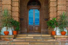 Изображение закрытой деревянной двери стоковая фотография