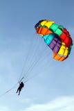 Изображение запаса парашютировать над морем, буксируя шлюпкой Стоковое Фото