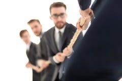 изображение запачкано перетягивание каната между бизнесменами стоковые фотографии rf