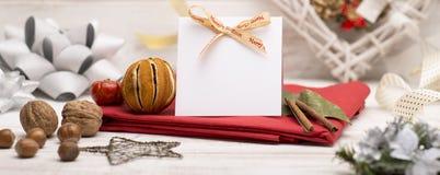 Изображение знамени модель-макета приветствию рождества с традиционным Ornam Стоковое Изображение RF