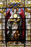 Изображение значка на цветном стекле в христианской церков Стоковое Фото