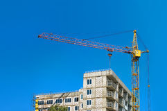 Изображение здания под конструкцией в городе Стоковые Фотографии RF