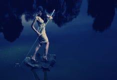 Изображение изящного искусства женщины плавая листья Стоковые Фотографии RF