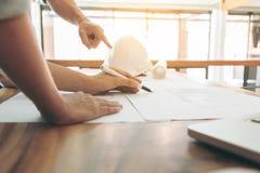 Изображение инженера или архитектурноакустического проекта, проектируя диска 2 Стоковое Фото