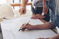 Изображение инженера или архитектурноакустического проекта, проектируя диска 2 Стоковые Фотографии RF