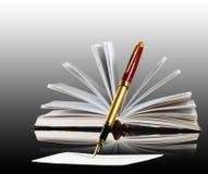 Изображение книги и ручки закрывают вверх Стоковая Фотография RF