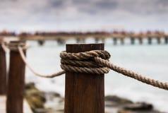 Изображение конца-вверх поляка моста веревочки Стоковое Изображение