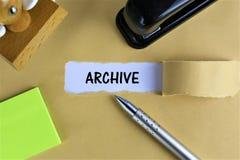 Изображение концепции дела с архивом текста - сорванным космосом бумажной копии стоковые фото
