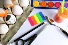 Изображение концепции красить некоторые пасхальные яйца стоковое фото rf