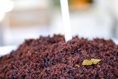 Изображение коричневого риса с лист залива Стоковая Фотография RF