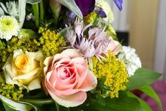 Изображение красивого красочного букета свежих цветков Стоковая Фотография RF