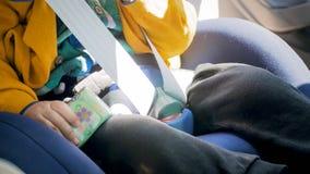 Изображение крупного плана запертой пряжки на месте безопасности ребенка автомобиля Стоковая Фотография RF