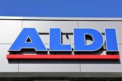 Изображение логотипа супермаркета aldi - Luegde/Германии - 10/01/2017 Стоковое Изображение