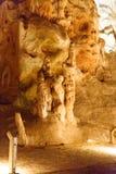 Изображение 3 люд в Cango выдалбливает в Oudtshoorn Стоковое Изображение