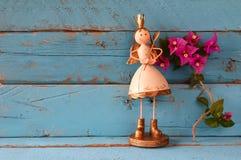 Изображение милой fairy принцессы на деревянном столе Стоковое фото RF
