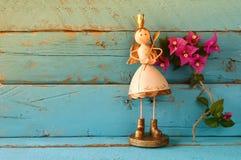 Изображение милой fairy принцессы на деревянном столе Стоковые Изображения RF