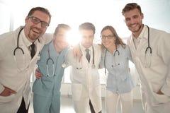 Изображение молодой команды или группа в составе доктора стоковые изображения