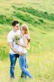 Изображение молодой обнимать пар симпатичный стоковые фотографии rf