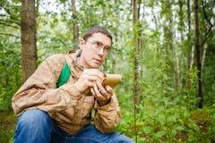 Изображение мужского биолога в стеклах с блокнотом Стоковое Изображение RF