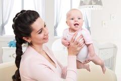 Изображение младенца с матерью Стоковое фото RF