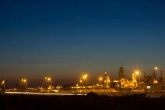 Изображение ночи завода по обработке тимберса Стоковое Изображение RF