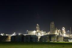 Изображение ночи завода по обработке тимберса Стоковые Фотографии RF