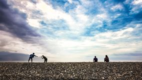 Изображение отдыха людей ослабляет и наслаждается мирный пляж в Тайване стоковые фотографии rf